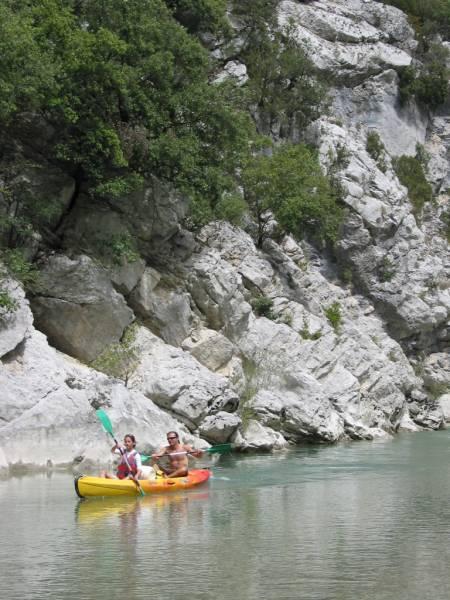 Camping autour du lac de sainte croix dans les alpes de for Camping lac de sainte croix avec piscine